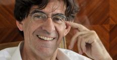 Luc Ferry em São Paulo: sessão especial de autógrafos na Livraria da Vila