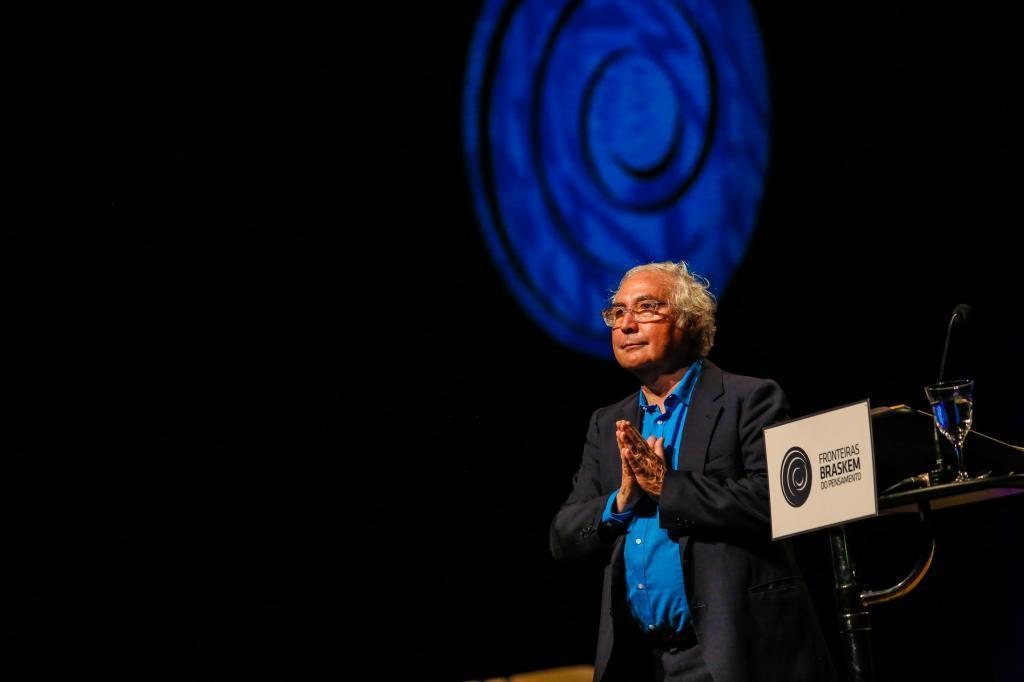 Manuel Castells no Teatro Castro Alves (foto: Ulisses Dumas / Ag. BAPRESS)