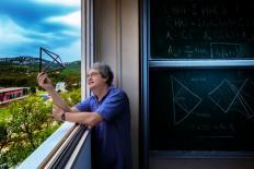 """Carlo Rovelli: """"Não recorrer à ciência quando ela está disponível é autodestrutivo"""""""