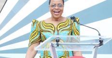 Graça Machel: Empodere as mulheres e faça as economias crescerem