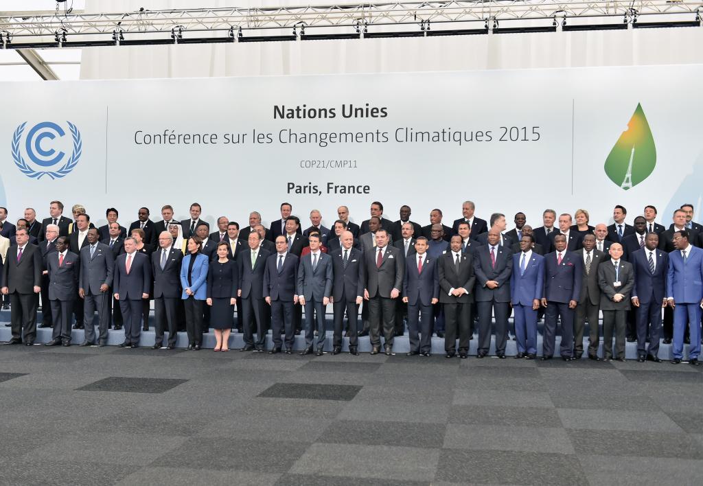 Líderes mundiais reunidos em PAris, na COP21 (foto: La Nouvelle Tribune)