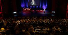 Em São Paulo, Rushdie critica imprensa internacional