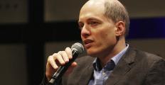 Alain de Botton: por que não nos contentamos com uma vida comum?
