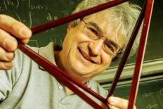 "Carlo Rovelli: ""A escola deveria aceitar a diversidade dos jovens"""