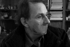 """Michel Houellebecq: """"Não se trata de prever o futuro, mas de capturar o medo presente."""""""