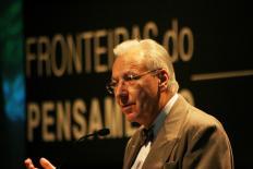 """Michel Maffesoli: """"Não é mais o futuro que importa, e sim o presente"""""""