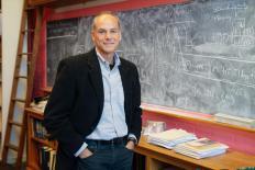 Marcelo Gleiser ganha 'Nobel' do diálogo da ciência com espiritualidade
