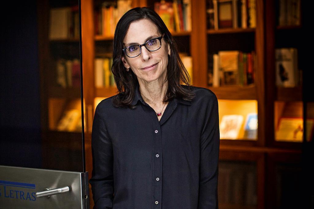 Lilia Schwarcz participa de debate com Djamila Ribeiro no Fronteiras Salvador (foto: Veja)