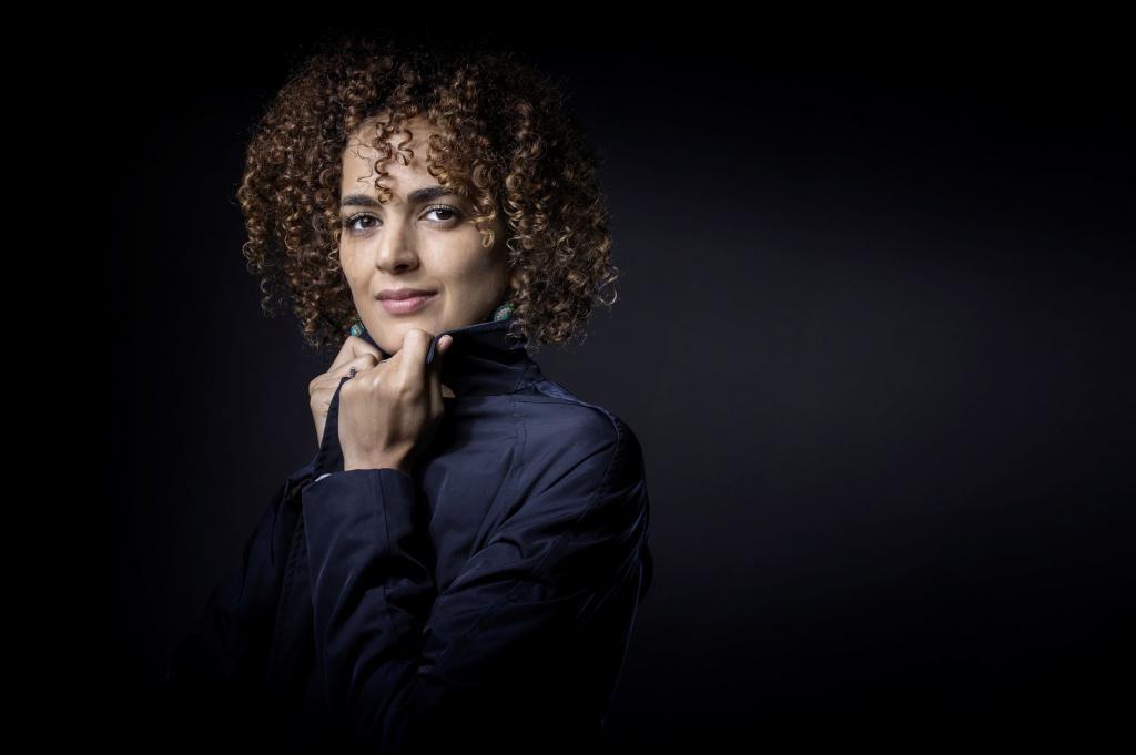 Leïla Slimani aborda a violência, o silêncio e a solidão das mulheres em seus trabalhos (foto: Joel