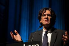 Luc Ferry: vivemos em uma guerra sem assinatura de tratado de paz
