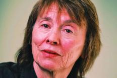 Homofobia de hoje é resultado direto dos erros da esquerda, diz Camille Paglia