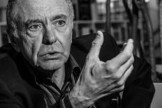 Gilles Lipovestky: Qual o significado do consumo em nossas vidas?