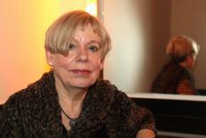 """Karen Armstrong fala de seu mais recente livro """"Fields of Blood"""""""