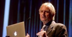 Richard Dawkins diz que religião é um 'vírus' para a mente humana