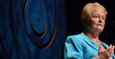 """Para Gro Brundtland, """"a maior poluição de todas é a pobreza"""""""