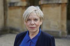 """Karen Armstrong: """"É muito fácil dizer que é religião, mas o terrorismo é sempre político"""""""
