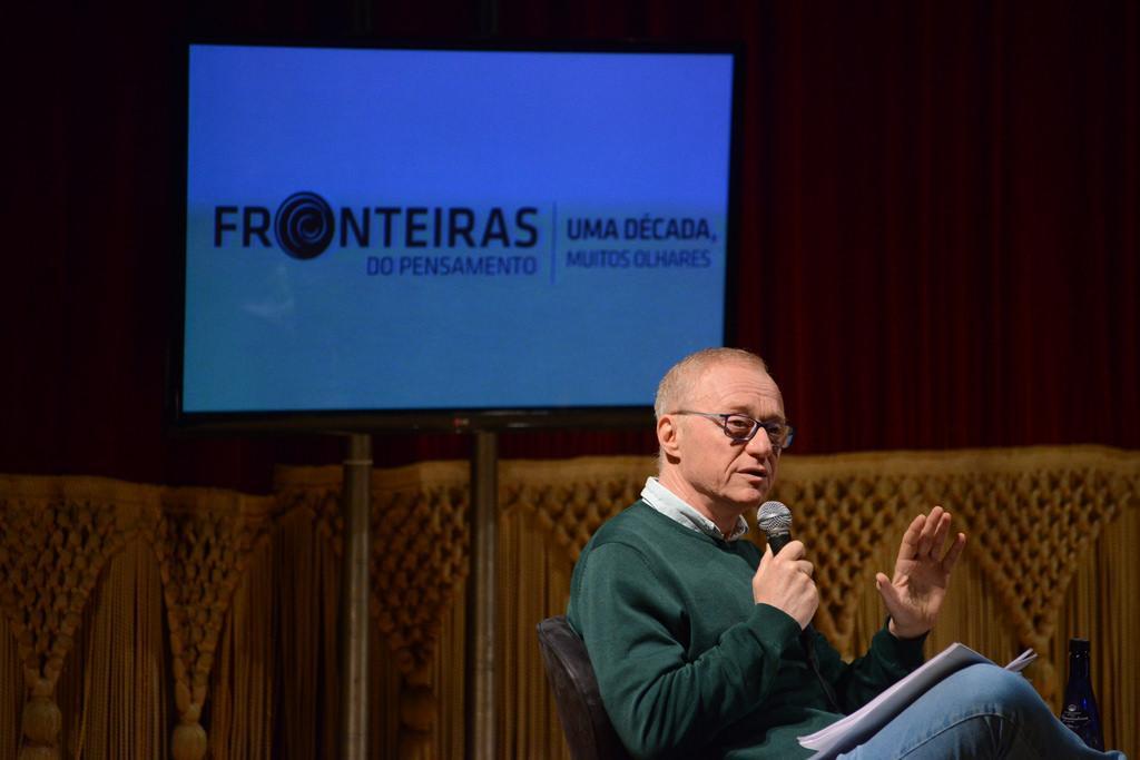 David Grossman em evento no Fronteiras (foto: Luiz Munhoz)