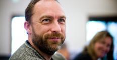 Jimmy Wales critica Facebook por priorizar anunciantes em vez de usuários
