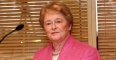 Pergunta Braskem: diplomata norueguesa Gro Brundtland sobe ao palco do Fronteiras do Pensamento