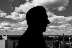 """Mario Vargas Llosa: """"Cinco Esquinas"""" e os nefastos efeitos da imprensa marrom"""