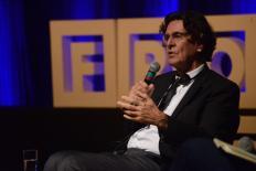 Luc Ferry: como alcançar serenidade na sociedade do medo?