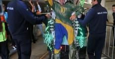 """Miguel Nicolelis celebra sucesso do primeiro chute da Copa, dado por um paraplégico: """"conseguimos!"""""""