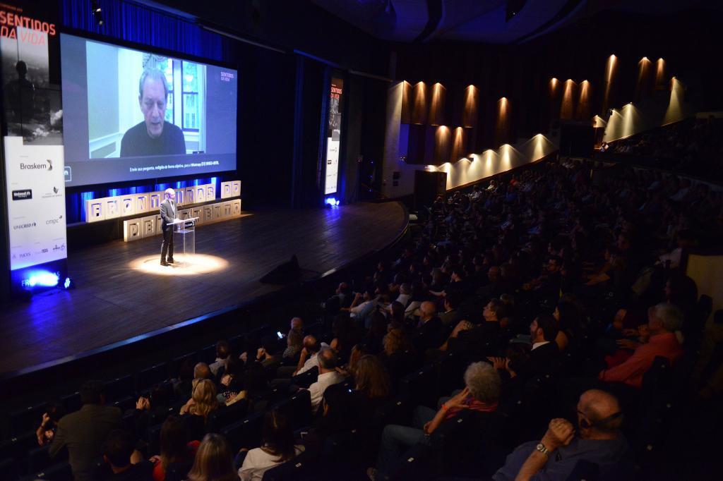 Paul Auster participa de videoconferência no Fronteiras POA