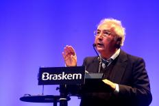 """Manuel Castells: """"a comunicação em rede está revitalizando a democracia"""""""