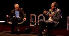 Em conferência no Fronteiras São Paulo, Giannetti e Lipovetsky debatem a sociedade do hiperconsumo e da leveza